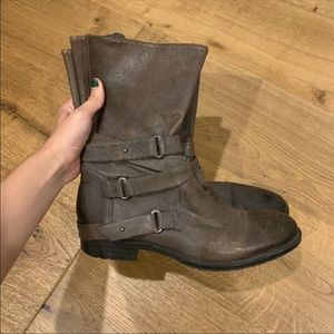Vera Wang brown buckle boots